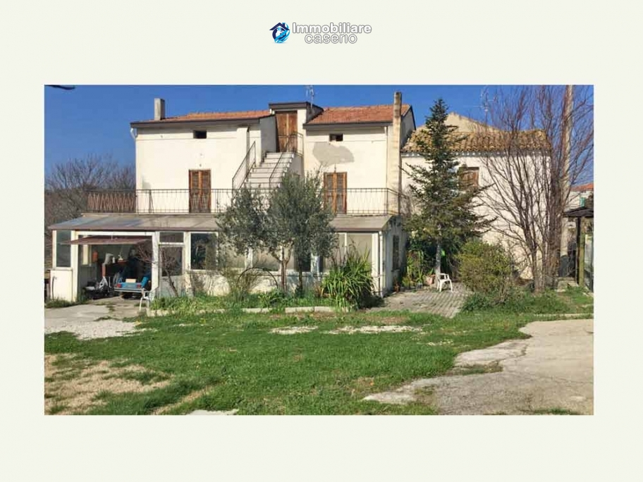 Property with garden and terrace mountain views for sale Abruzzo, Castel Frentano