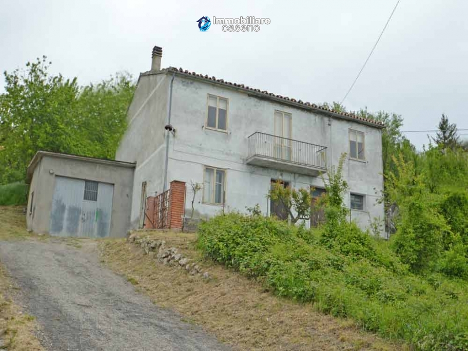 Detached house with garden and terrace for sale in the Abruzzo Region, Italy
