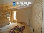 House with terrace and garden for sale in the mountains, Abruzzo 7