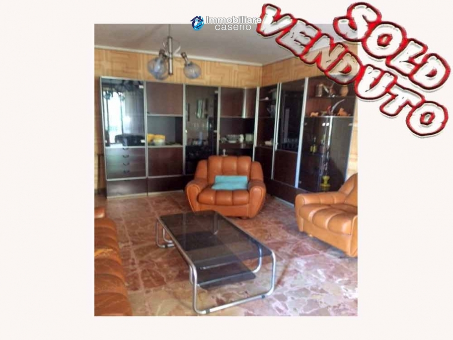 House with two terraces, garden and garage for sale in Abruzzo, Italy