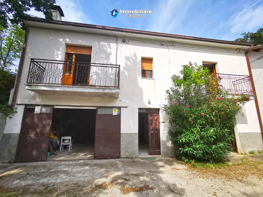 Detached house with land for sale in Italy, Abruzzo - Village Bomba