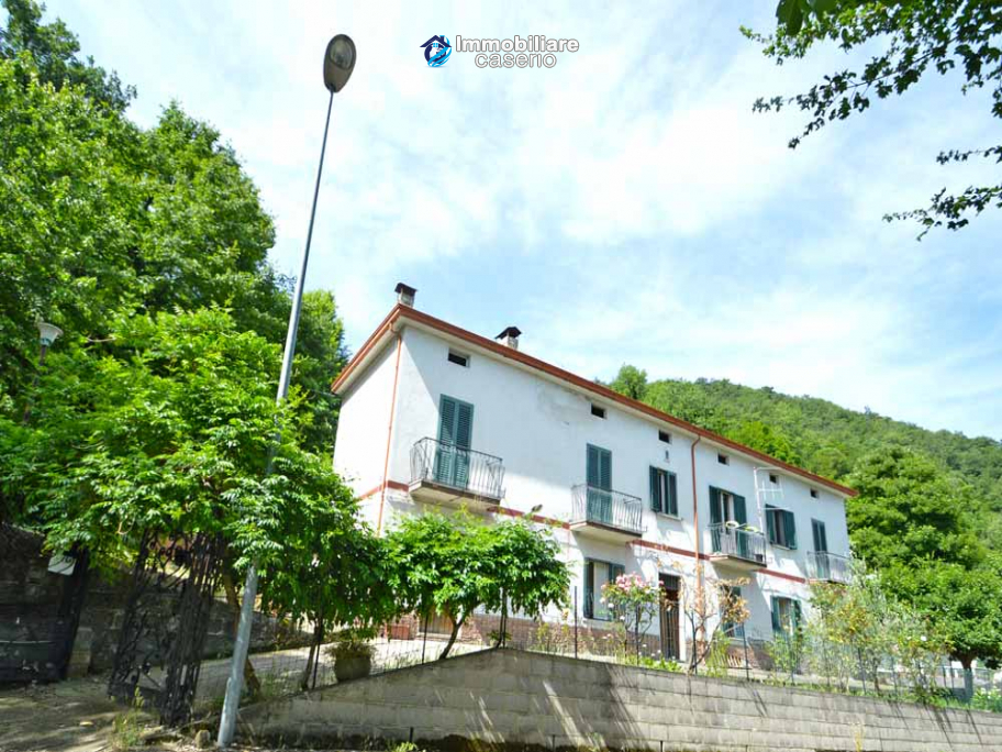 Spacious house with garage and garden for sale Archi, Chieti, Abruzzo