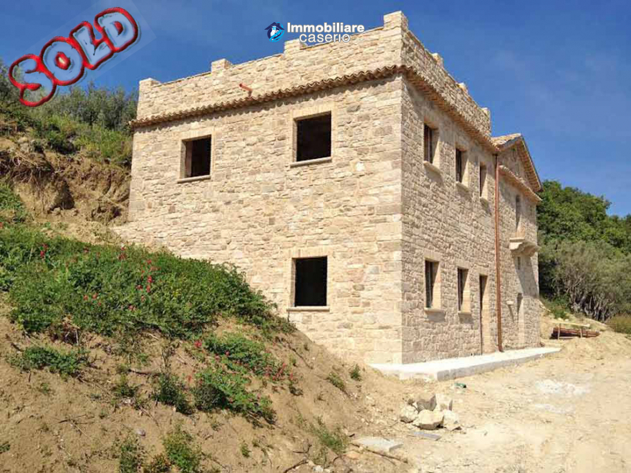 Ancient stone house with 1 hectare of land for sale in Italy, Region Molise