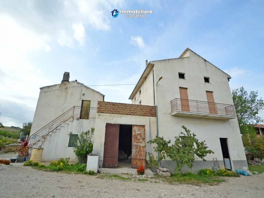 House with large terrace and land for sale in Abruzzo - Village Casalanguida