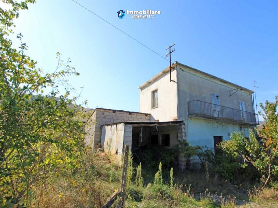 Property with garden for low cost for sale in Abruzzo, Italy - Village Montazzoli