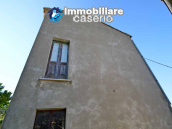 Ancient stone house with garden for sale in Italy, Abruzzo, Roccaspinalveti 2