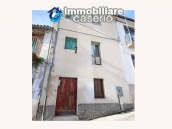 Property with two garages and terrace overlooking the hills for sale in Abruzzo 1