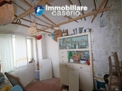 Property with two garages and terrace overlooking the hills for sale in Abruzzo 15
