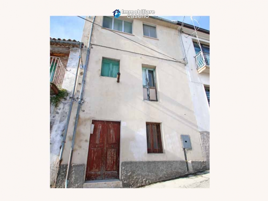 Property with two garages and terrace overlooking the hills for sale in Abruzzo