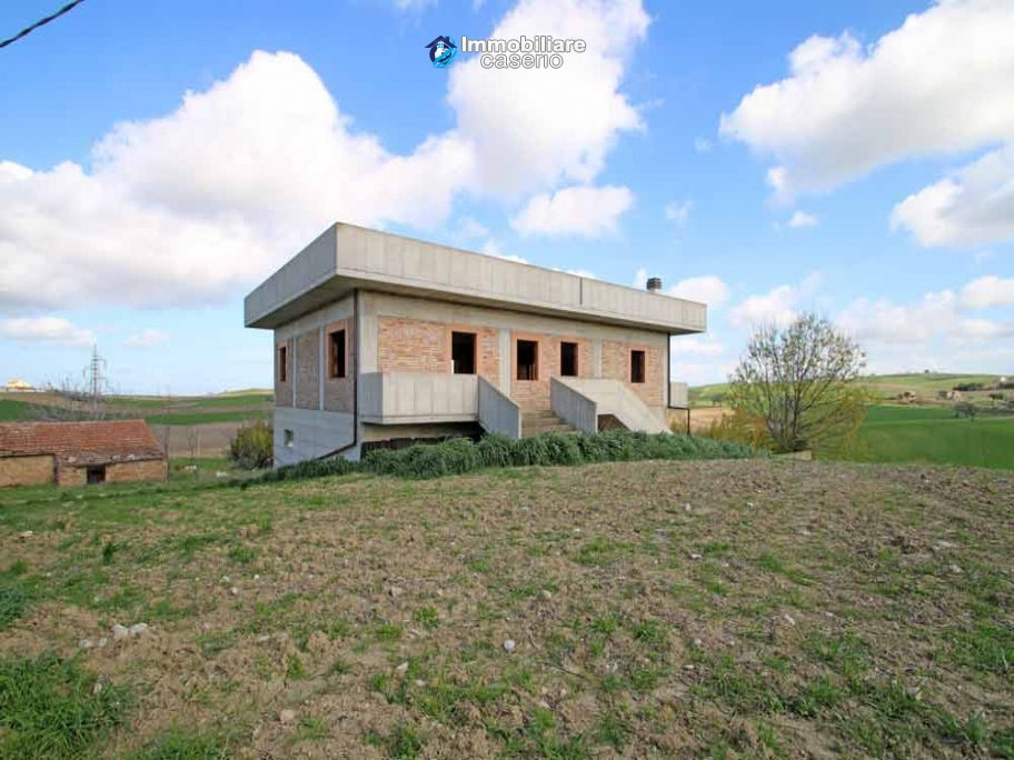 Large detached house with land and terrace for sale in Italy, Molise