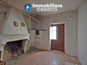 Two buildings with garden and stone henhouse for sale in Italy, Roccaspinalveti 11