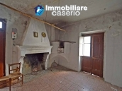 Two buildings with garden and stone henhouse for sale in Italy, Roccaspinalveti 12