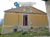 Two buildings with garden and stone henhouse for sale in Italy, Roccaspinalveti 7
