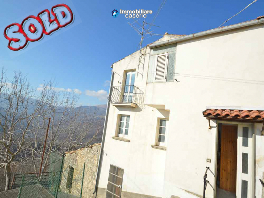 House with cellar for sale in a characteristic village of the Abruzzo region, Italy