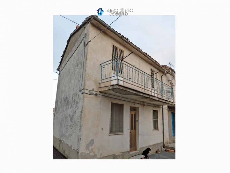 Property for sale with garden and cellar located in the Province of Chieti