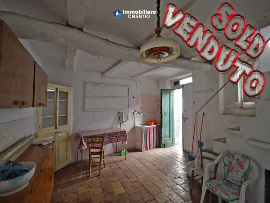 Ancient house in the village to be renovated for sale in Abruzzo
