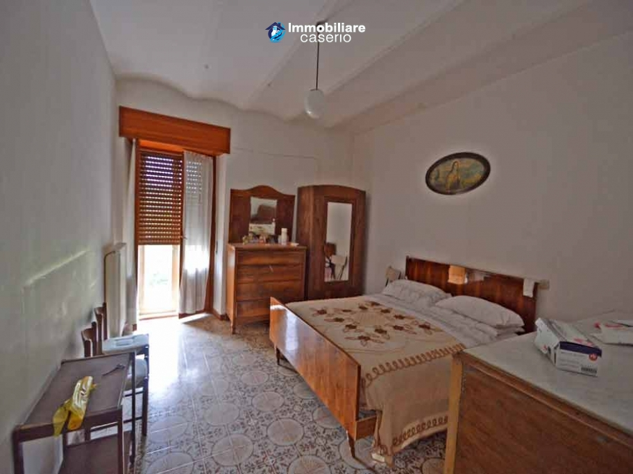 Old semi-detached stone house for sale at low cost in Italy