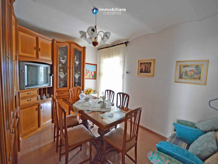 Habitable house with garden and terrace for sale in the Abruzzo Region, Italy