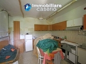 House surrounded by greenery with a large terrace for sale in Scerni, Abruzzo 12