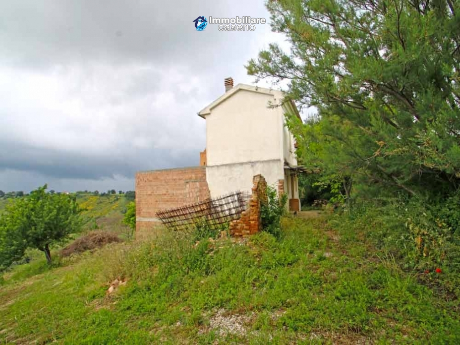 House surrounded by greenery with a large terrace for sale in Scerni, Abruzzo