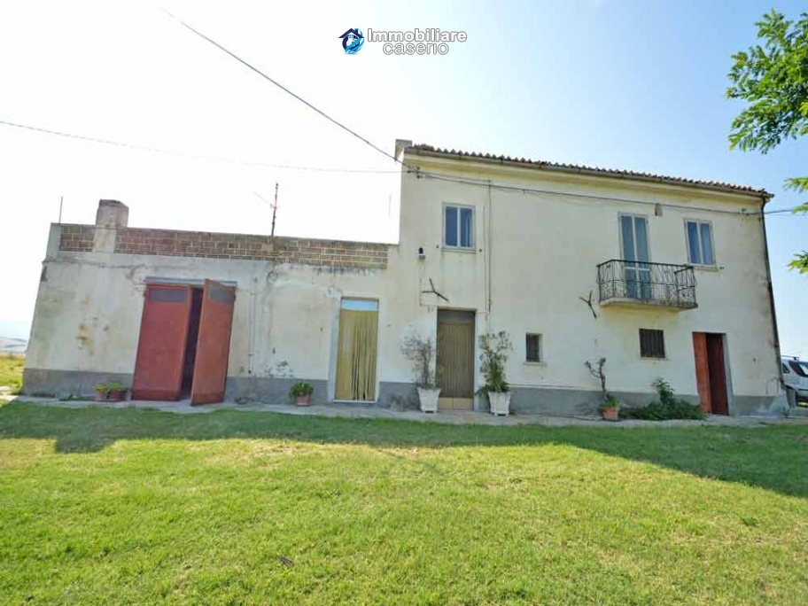 Detached house with land for sale in Casalanguida, in panoramic position, Abruzzo