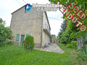 Spacious house with land and garages for sale in the Abruzzo region, Italy 1