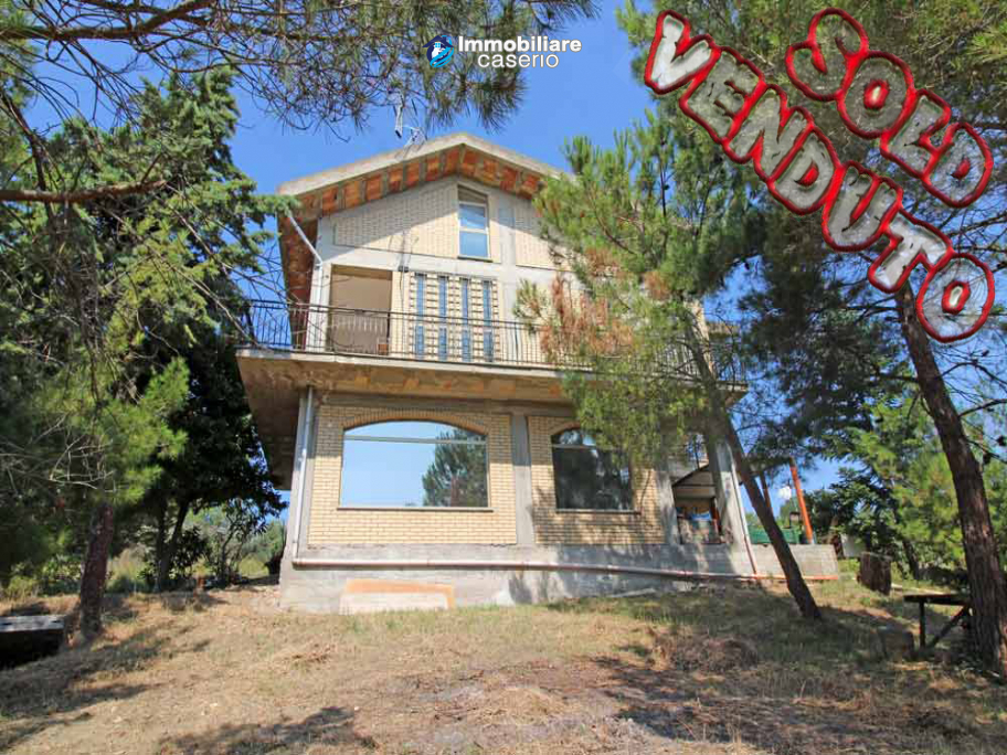Detached villa with land, located in a quiet area in Abruzzo, Italy
