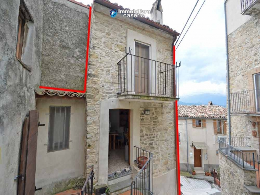 Small house of about 40 sq m renovated for sale in Bomba, Abruzzo, Italy