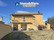 Independent house with land and olive trees for sale in the Province of Teramo 1