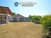 House with terrace, veranda, garages and 3 hectares of vineyard for sale Abruzzo 2