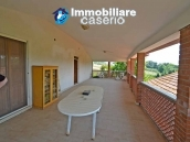 House with terrace, veranda, garages and 3 hectares of vineyard for sale Abruzzo 20