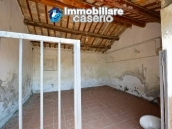 House with terrace, veranda, garages and 3 hectares of vineyard for sale Abruzzo 28