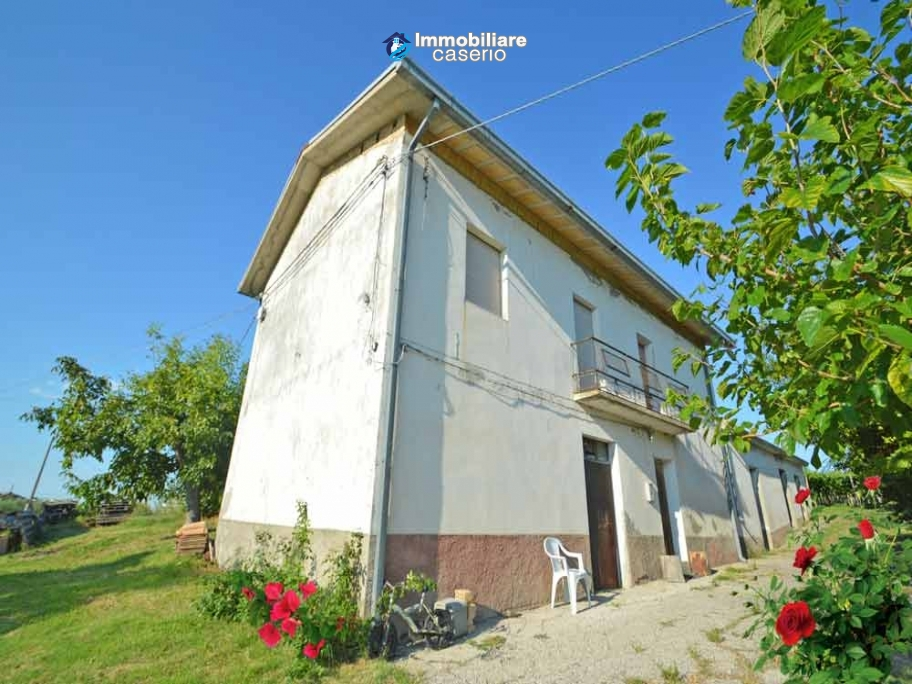 Country house with possibility to build a swimming pool for sale in Abruzzo, Italy