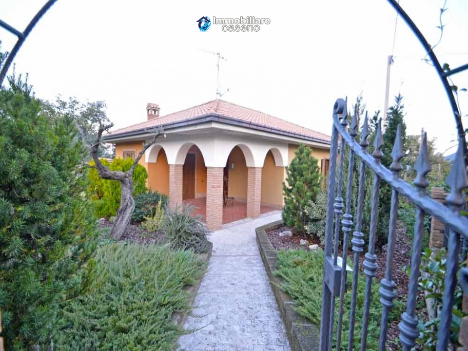 Spacious house consisting of two apartments for sale in Abruzzo, Italy
