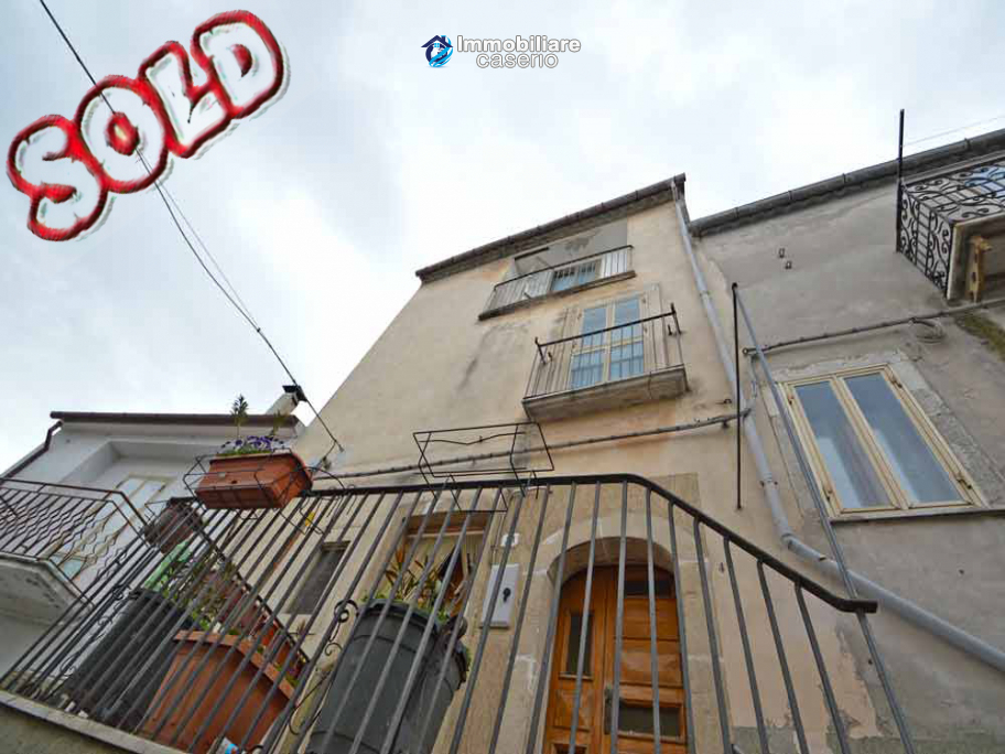 House with terrace and garage for sale in Castelbottaccio, Molise