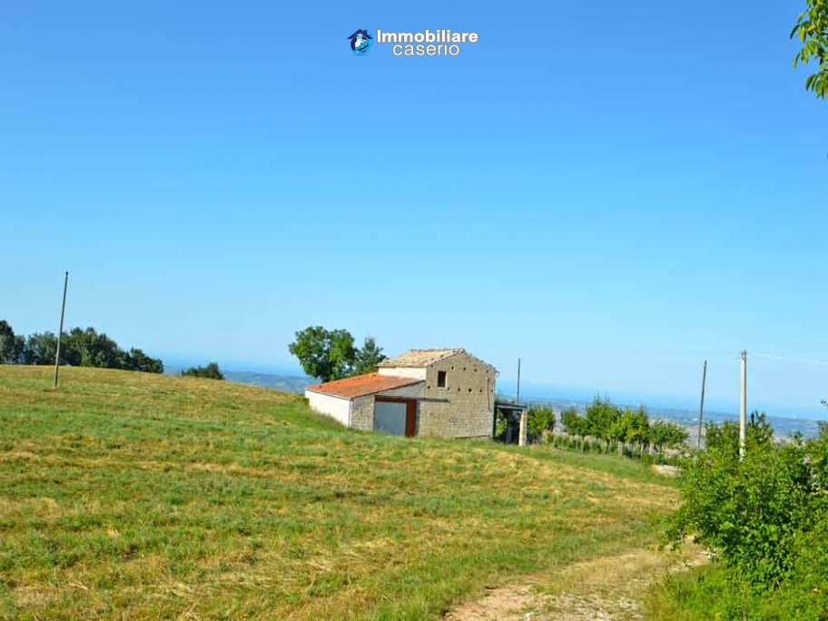 Ancient stone house with 6 hectares for sale in Abruzzo, Atessa