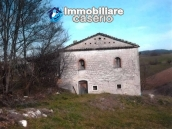 Ancient and spacious stone farmhouse located in a very scenic area for sale Molise 1
