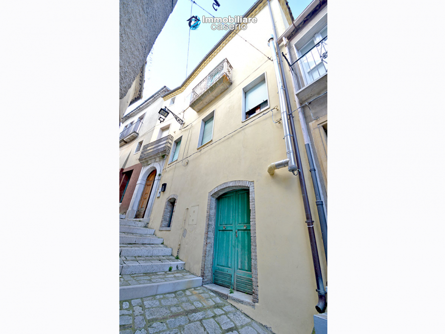 Town House with terrace, garden and garage for sale in the Molise Region, Italy