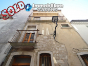 Village house with two independent entrances for sale in Molise 1