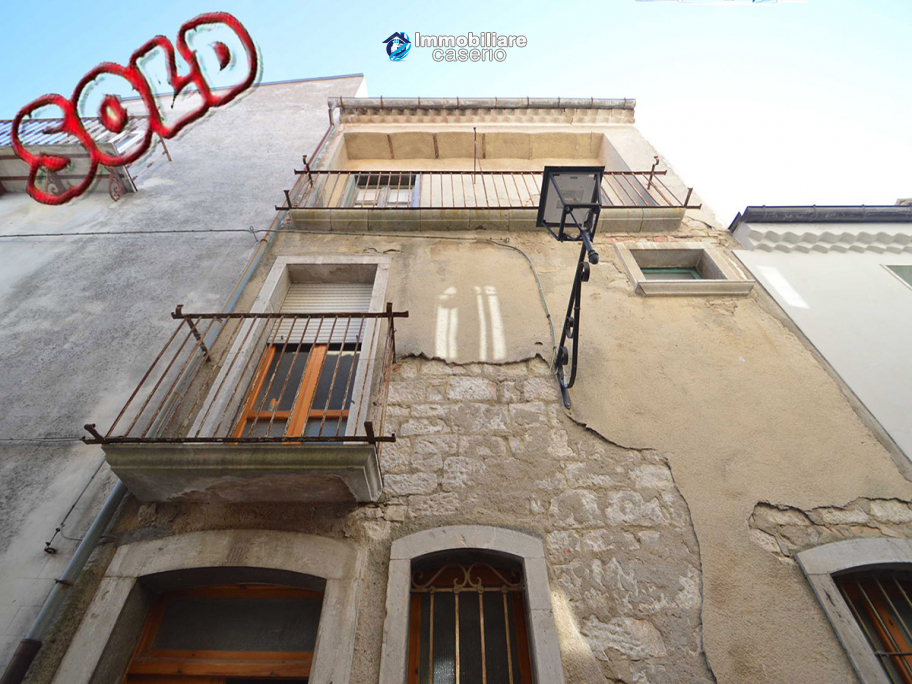 Village house with two independent entrances for sale in Molise