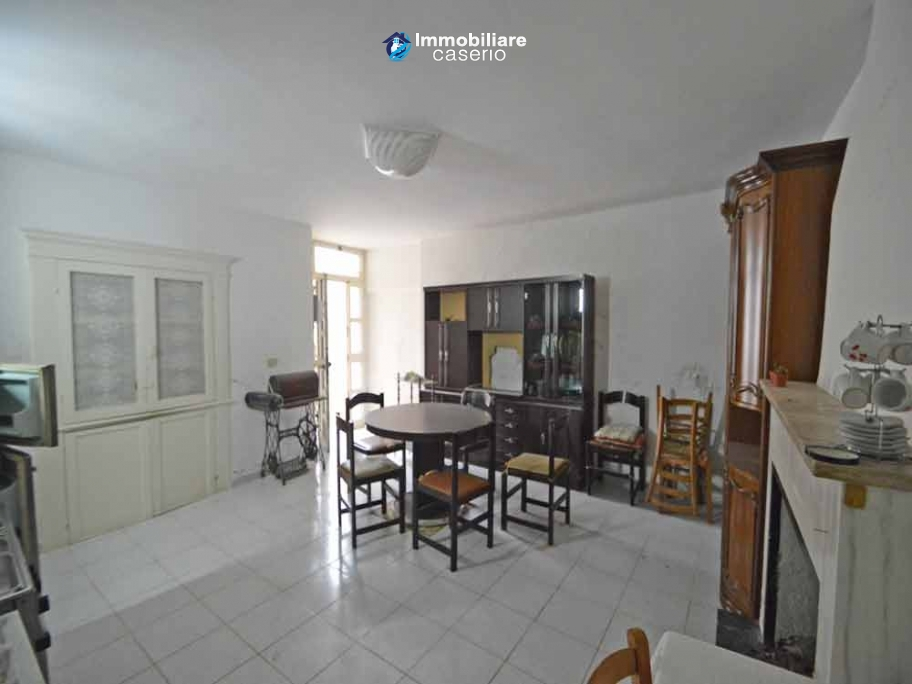 Town house with little terrace for sale in Lentella, Abruzzo, Italy