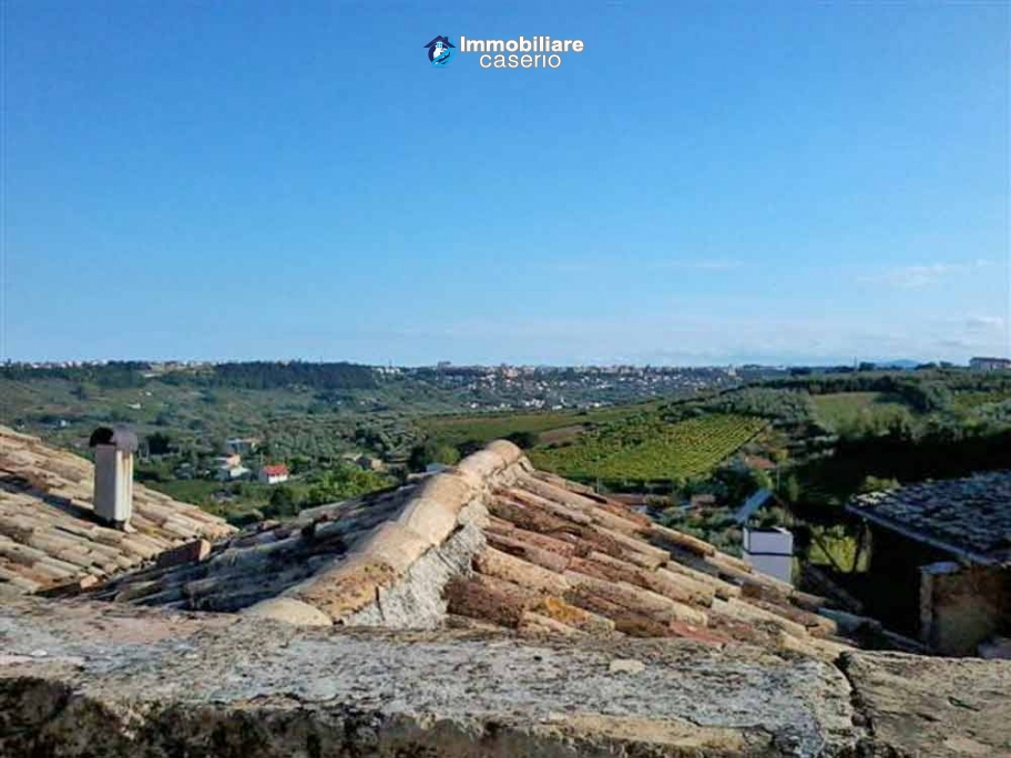 House of ancient stone, with terrace for sale in Frisa, not far from Lanciano