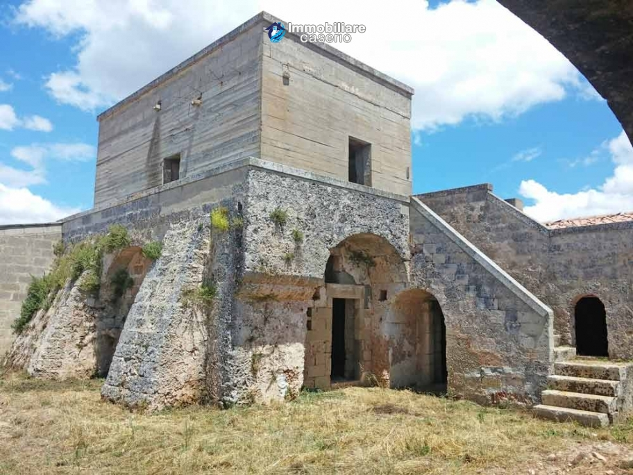 Ancient stone farmhouse, building with tower dating back to 1600 for sale in Apulia
