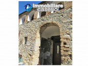 Stone country house in an secluded sunny position for sale in Pescara 2