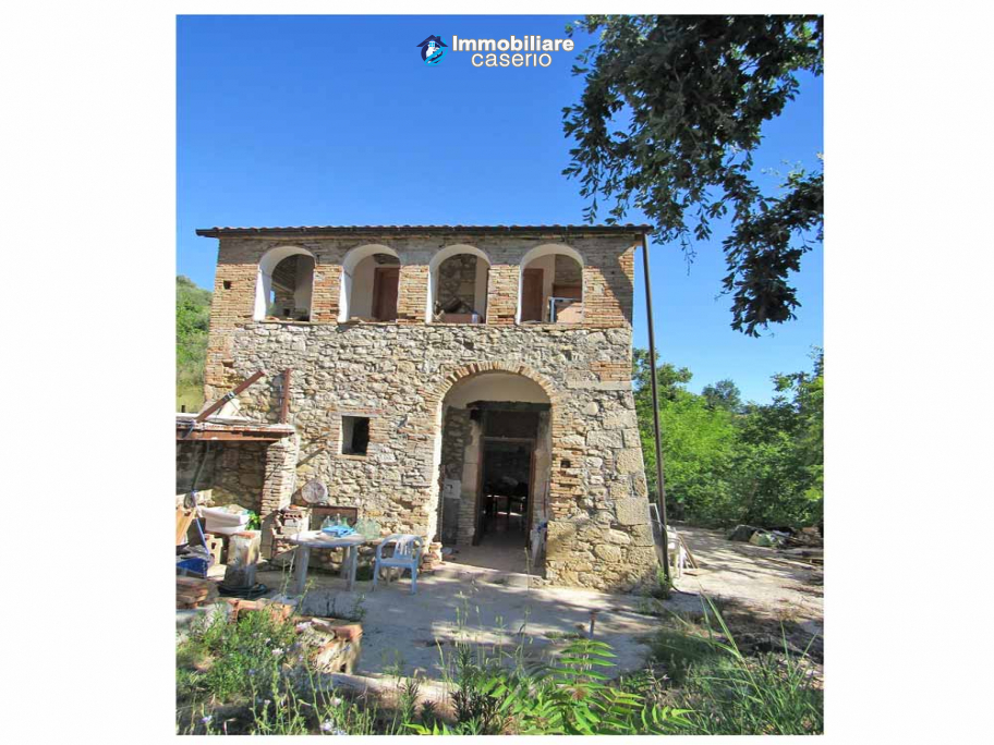 Stone country house in an secluded sunny position for sale in Pescara