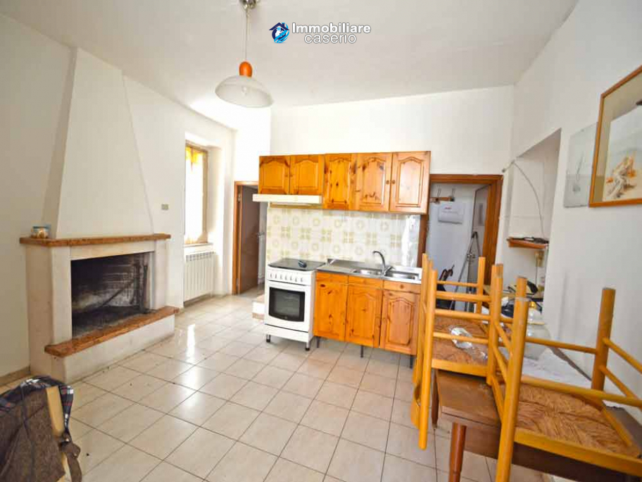 Two-storey house with cellars for sale in Tavenna, Molise