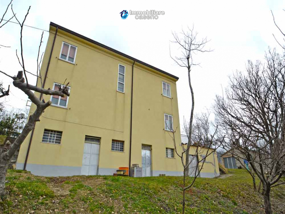 Spacious house with land, independent garage and panoramic terrace for sale Italy