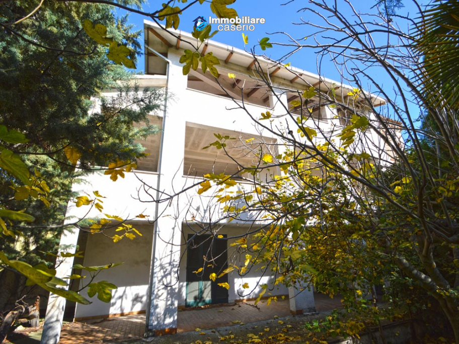 Country house with garden for sale in Pollutri, 15 minutes from the sea, Abruzzo