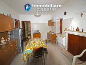 Habitable house with land and garage/outbuilding for sale in the Abruzzo region 7