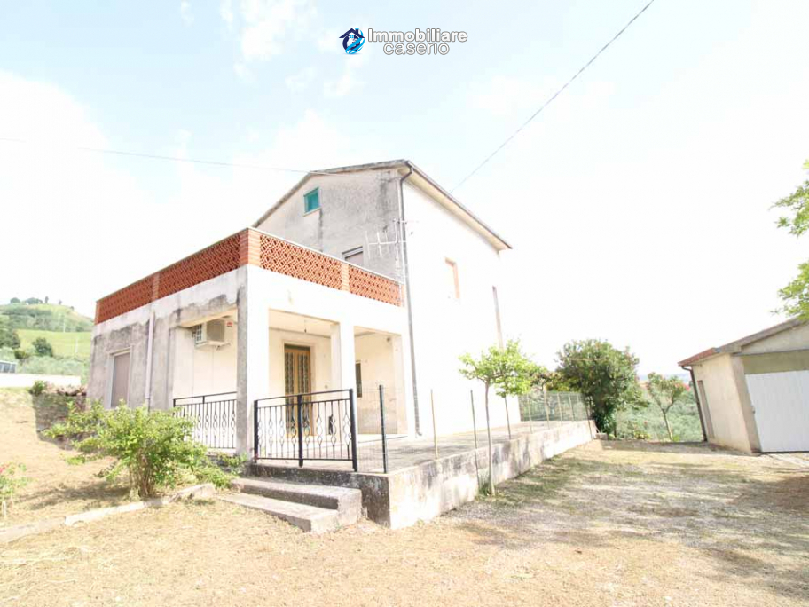 Habitable house with land and garage/outbuilding for sale in the Abruzzo region
